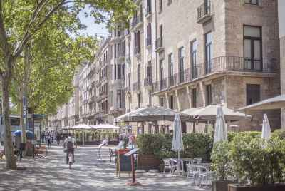 Commercial space in the centre of Barcelona rented to a chain of supermarkets